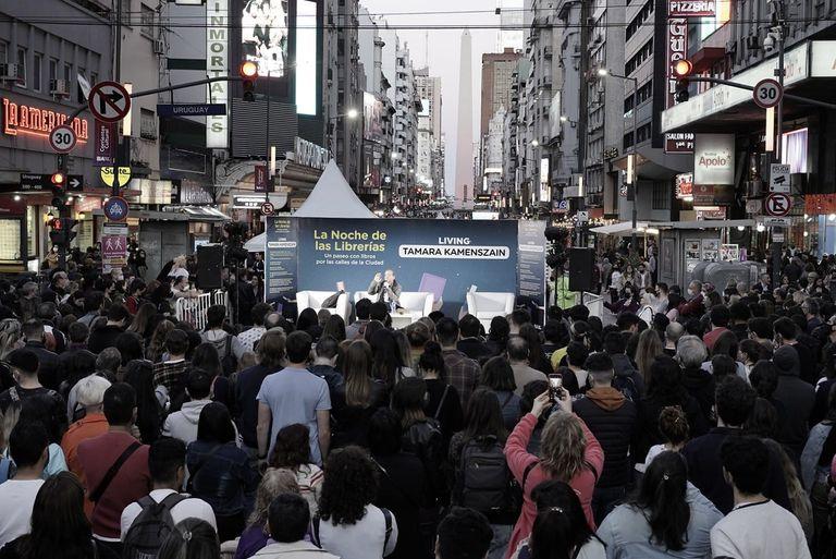 La Noche de las Librerías volvió a iluminar la calle Corrientes