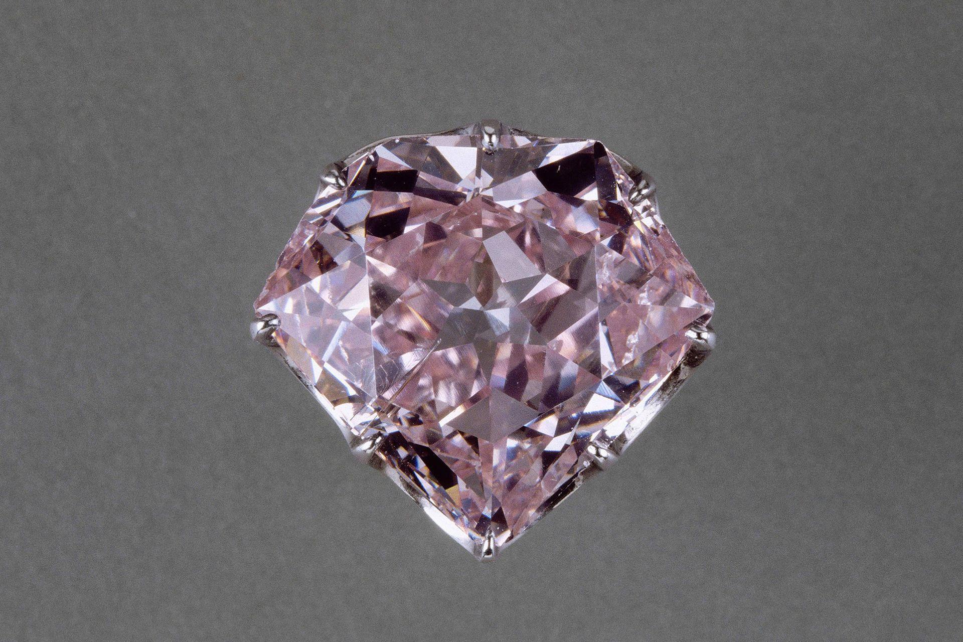El diamante Hortensia, una piedra preciosa de tono rosado.