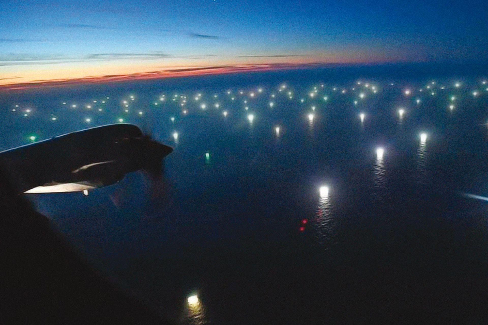 Un avión de de control marítimo de la Base Zar (Trelew, Chubut) llegó hasta las 200 millas, donde hay ciudades de barcos pescando calamar
