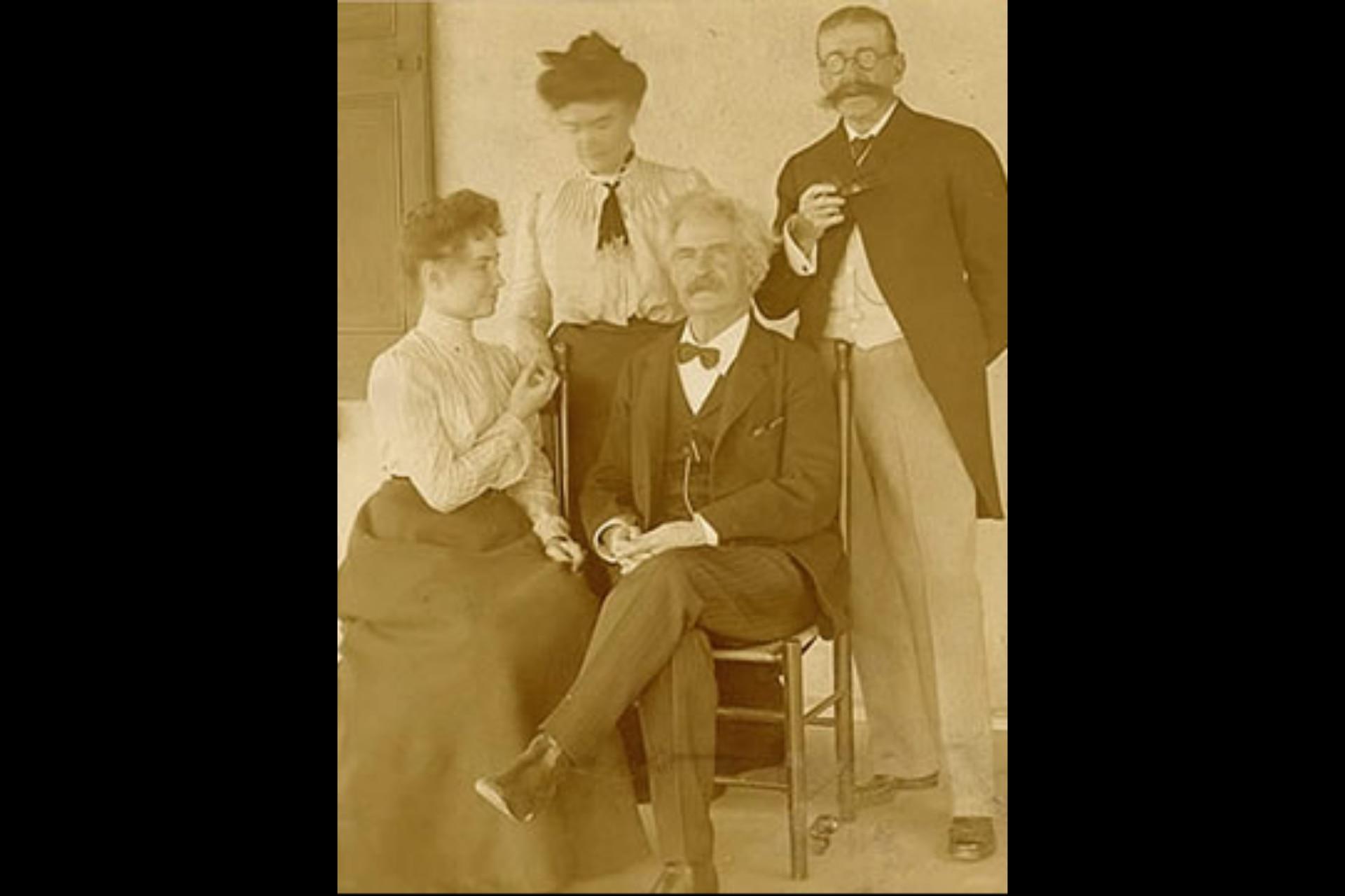 Helen Keller, Anne Sullivan, Mark Twain, y Laurence Hutton en 1902