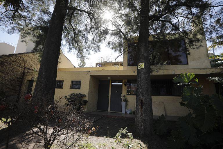 La casa escondida en un barrio del conurbano que fue cobijo de artistas y está a la venta