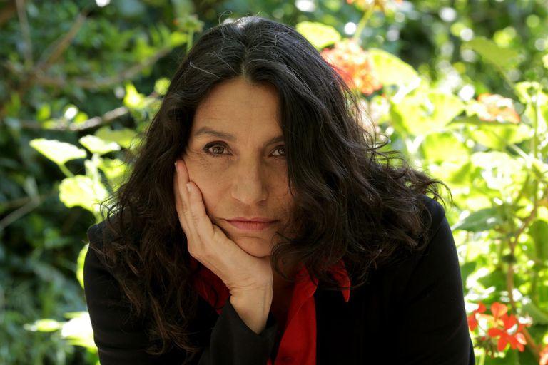 """""""Cada canción es una mirada del mundo en tres minutos, por eso me gusta que cada uno se ocupe de estar presente en su propia mirada"""", expresa la cantante y compositora Casandra da Cunha"""