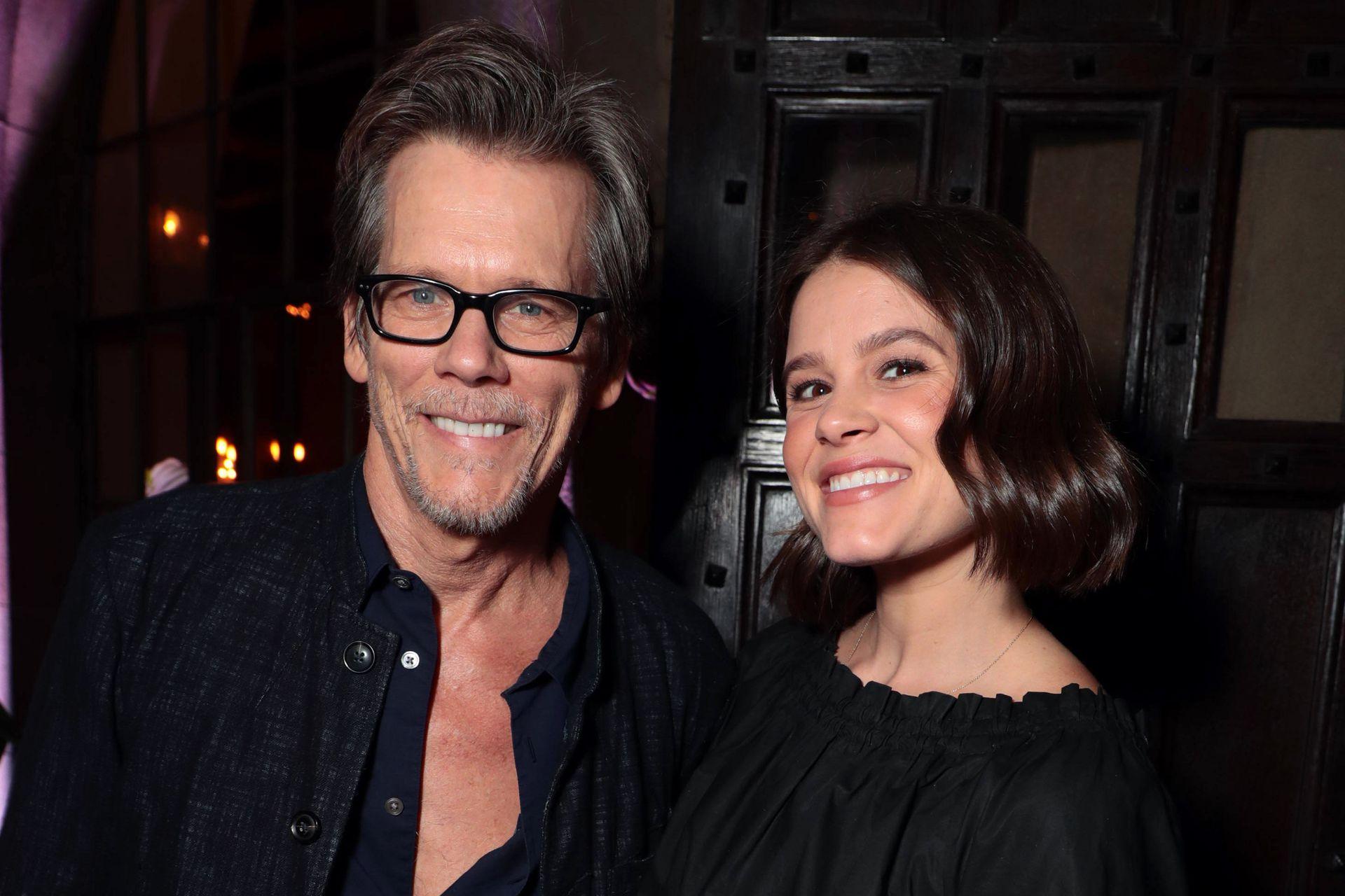 Kevin Bacon con su hija Sosie, también actriz y parte del elenco de Mare of Easttown, donde interpretaba a la madre, adicta en recuperación, del nieto del personaje de Kate Winslet