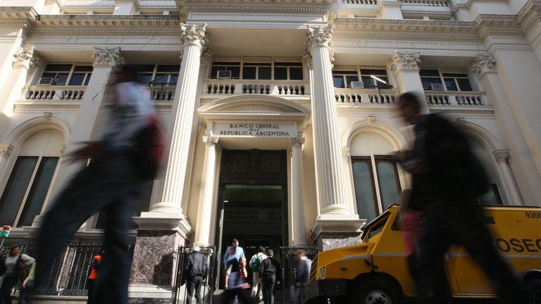 La fachada del Banco Central, en el microcentro porteño.