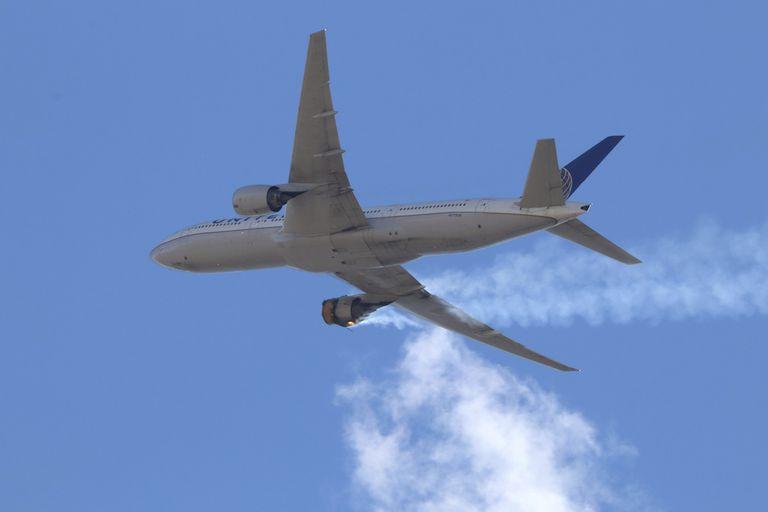 Los 128 aviones de pasajeros Boeing 777, equipados con el modelo de motor implicado en incidente de un avión de United Airlines que despegó de Colorado el sábado pasado, fueron inmovilizados en tierra