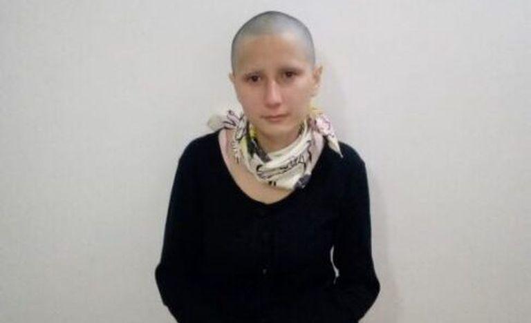 Una mujer se rapó, fingió tener cáncer y juntó 360.000 pesos por redes sociales