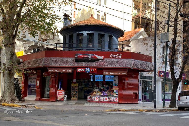 La casa de Maure y Soldado de la Independencia, con un maxikiosco en su frente, en 2020