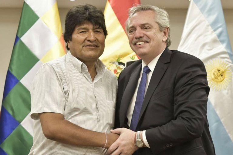 """El expresidente de Bolivia cenó anoche con el argentino y mantiene un alto perfil a pesar de estar como """"refugiado político"""""""