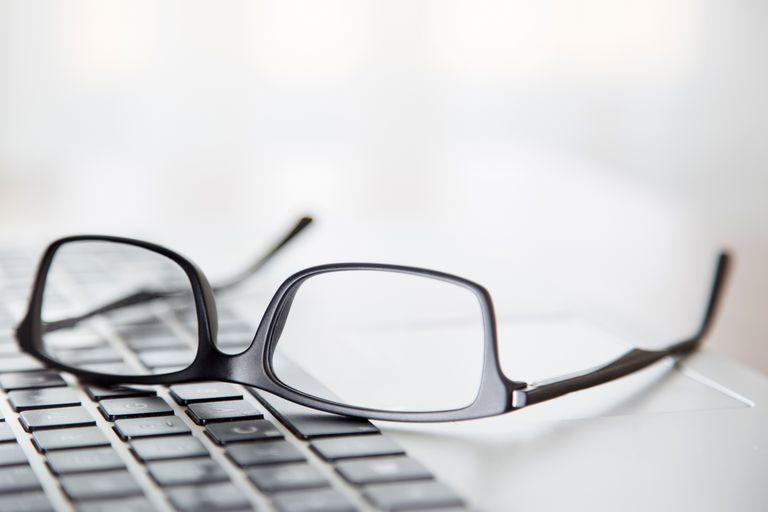 """Felix Gray, una empresa óptica centrada en los """"lentes para la computadora"""" recaudó más de 1,7 millones de dólares en 2020, tras la gran demanda de lentes para la luz azul"""