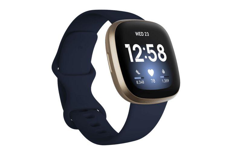 Fitbit también lanzó el Versa 3, una nueva versión que incorpora GPS, para las rutas, y características como los minutos en zona activa o la posibilidad de responder llamadas y mensajes