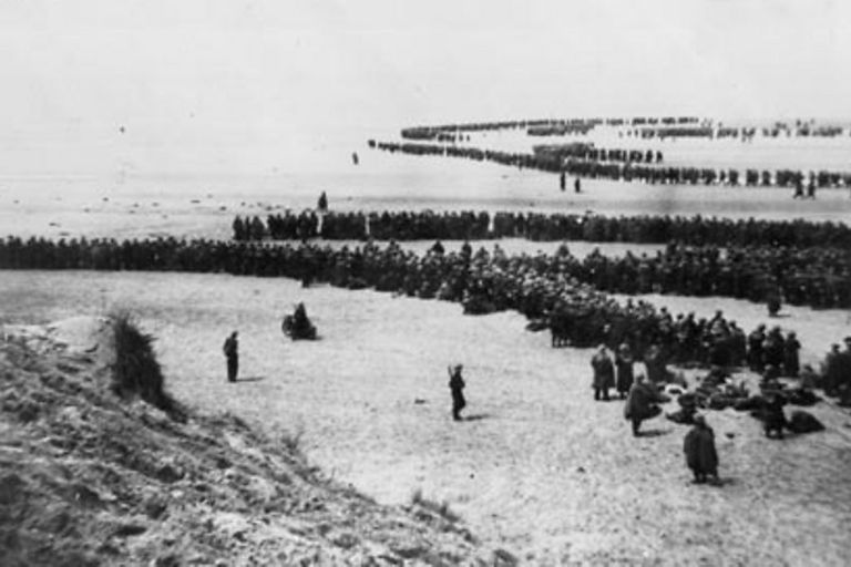 Miles de soldados aguardan la evacuación en Dunkerque