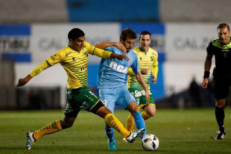 Maniobra Cerro ante la marca de Luis Jerez Silva; sobre el final del partido, Orion al menos sostuvo el empate de Racing