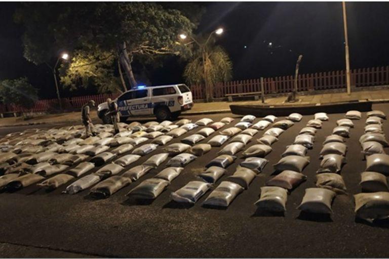 La Prefectura incautó en la costa de El Soberbio el miercóles pasado unas 172 bolsas de arpillera con casi nueve toneladas de soja a punto de ser cruzadas en canoas