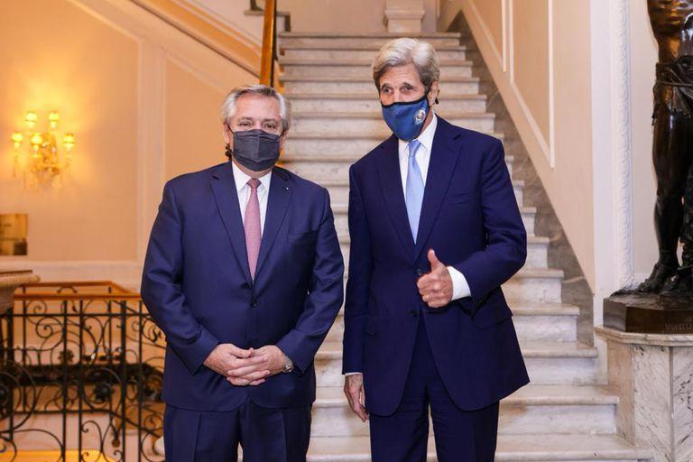 El Presidente terminó su gira por Europa en un encuentro con el exsecretario de Estado de los Estados Unidos, John Kerry, que tuvo foco en el cambio climático