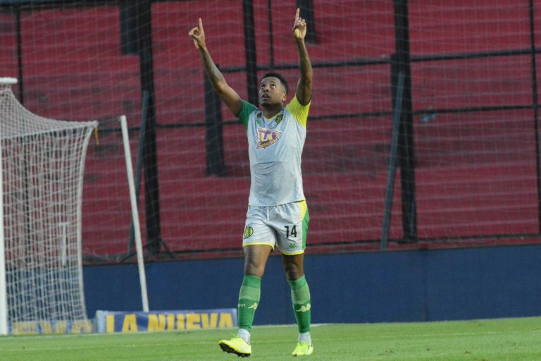 Aldosivi resurgió ante Colón en la Superliga y se fue Lavallén