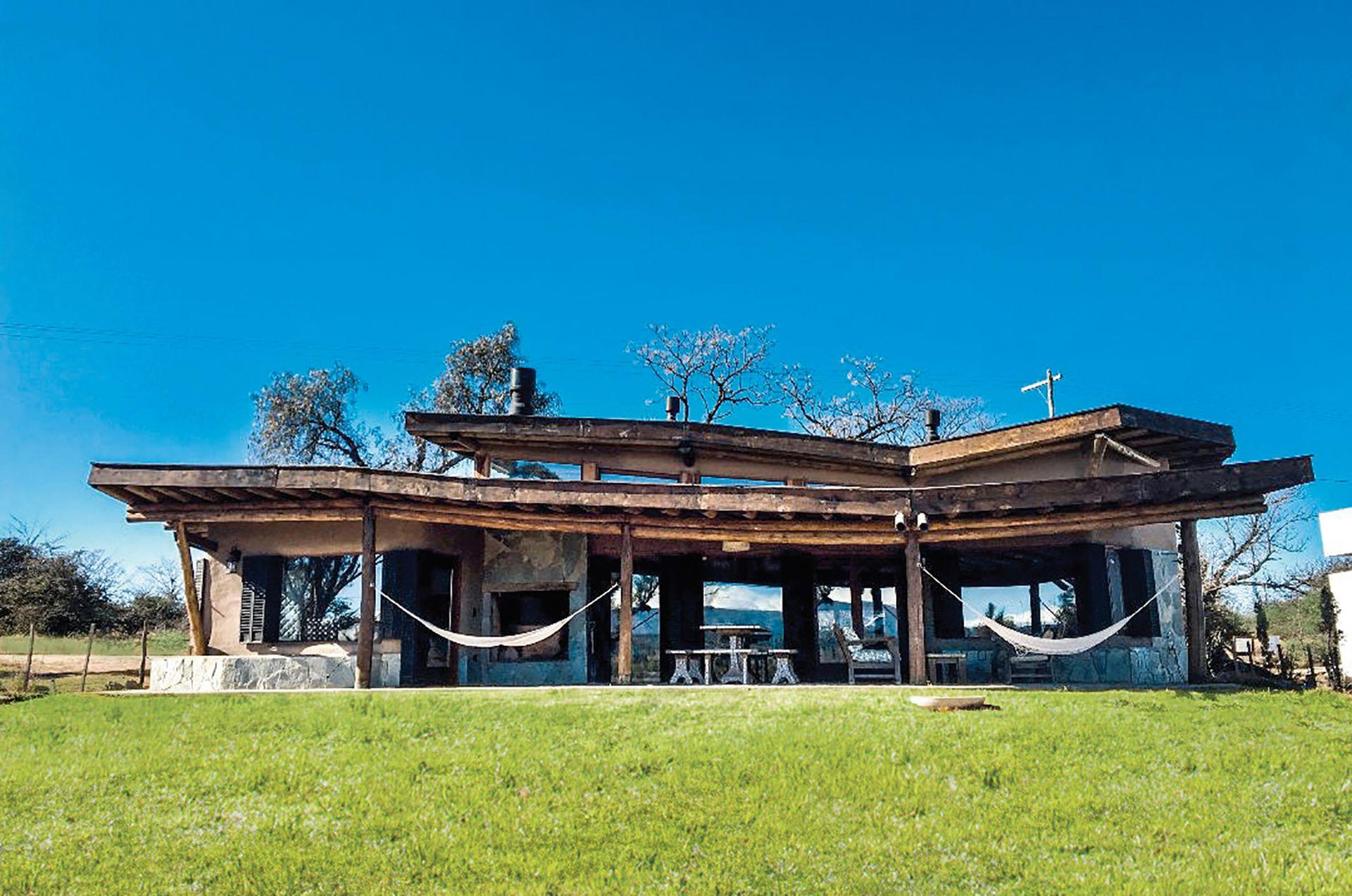 Casa de quincha en Córdoba, estudio Hombre de Barro. Gentileza: Alojamiento Ojo de Perdiz.