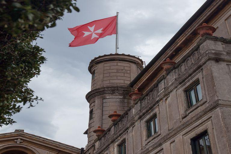 La bandera de la Orden de Malta