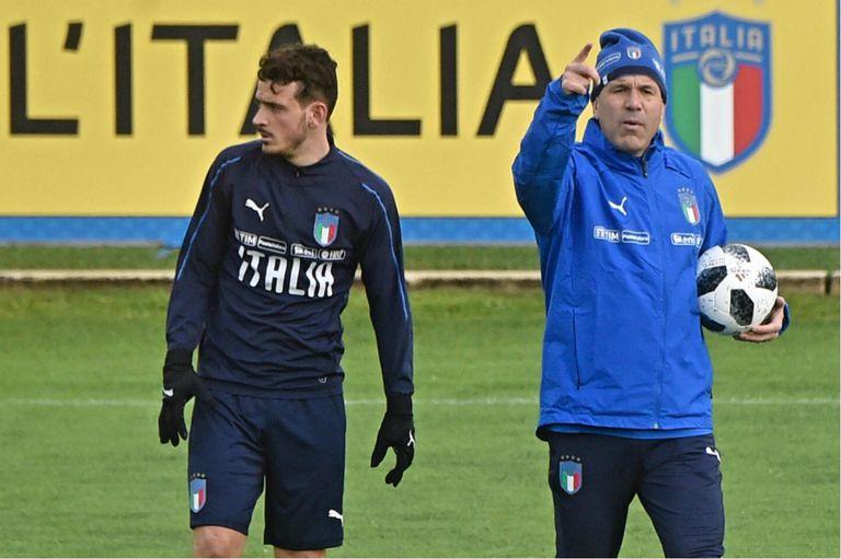 La selección de Italia ensaya una reconstrucción que, por ahora, se demora