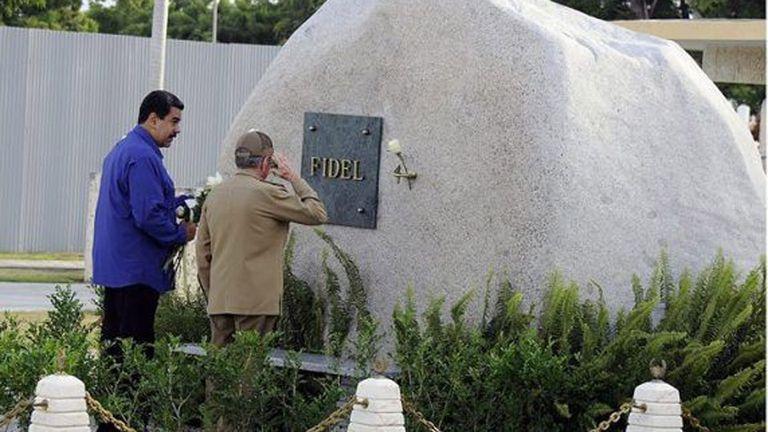 Nicolás Maduro visitó el mausoleo de Fidel junto a Raúl Castro