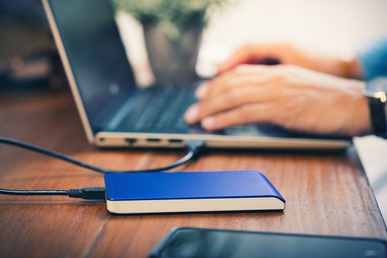 La mayor disponibilidad de almacenamiento en computadoras, smartphones, unidades externas y servicios en línea facilita guardar todo tipo de archivos, sean necesarios o no