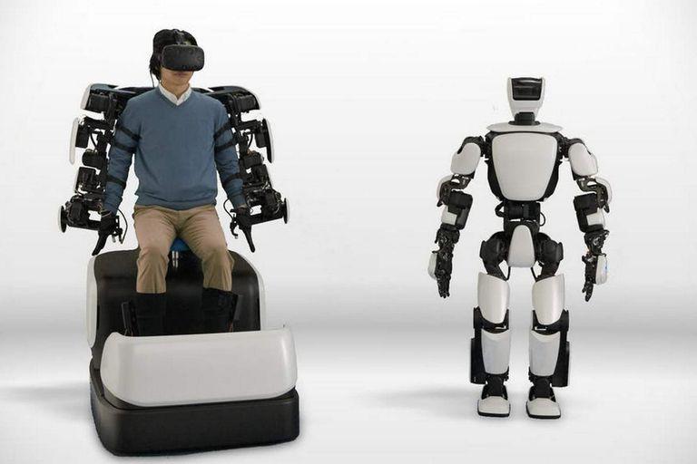 Reconversión: los fabricantes de autos miran de cerca a exoesqueletos y robots
