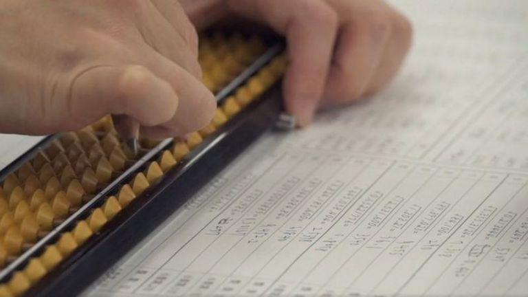 Mientras el ábaco está en desuso en la mayor parte del mundo, estudiantes en Japón siguen aprendiendo aritmética con esta herramienta milenaria.