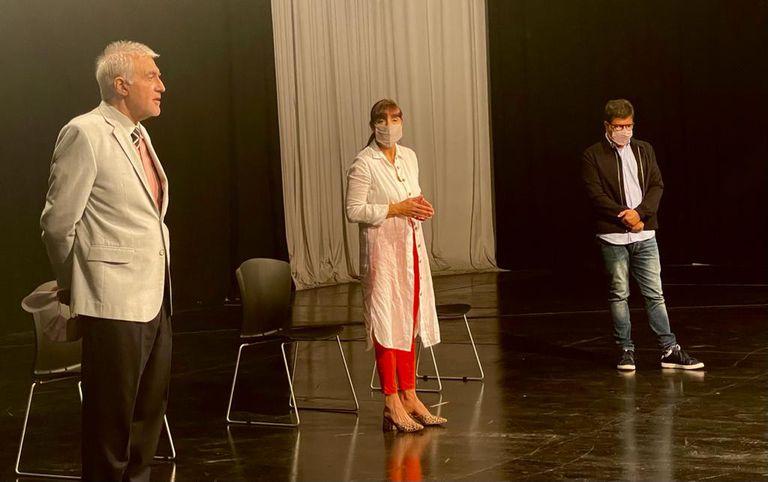 Rosario Lufrano puso en funciones a Leonardo Flores en un acto realizado en el Estudio 1 del canal. Foto: gentileza TV Pública