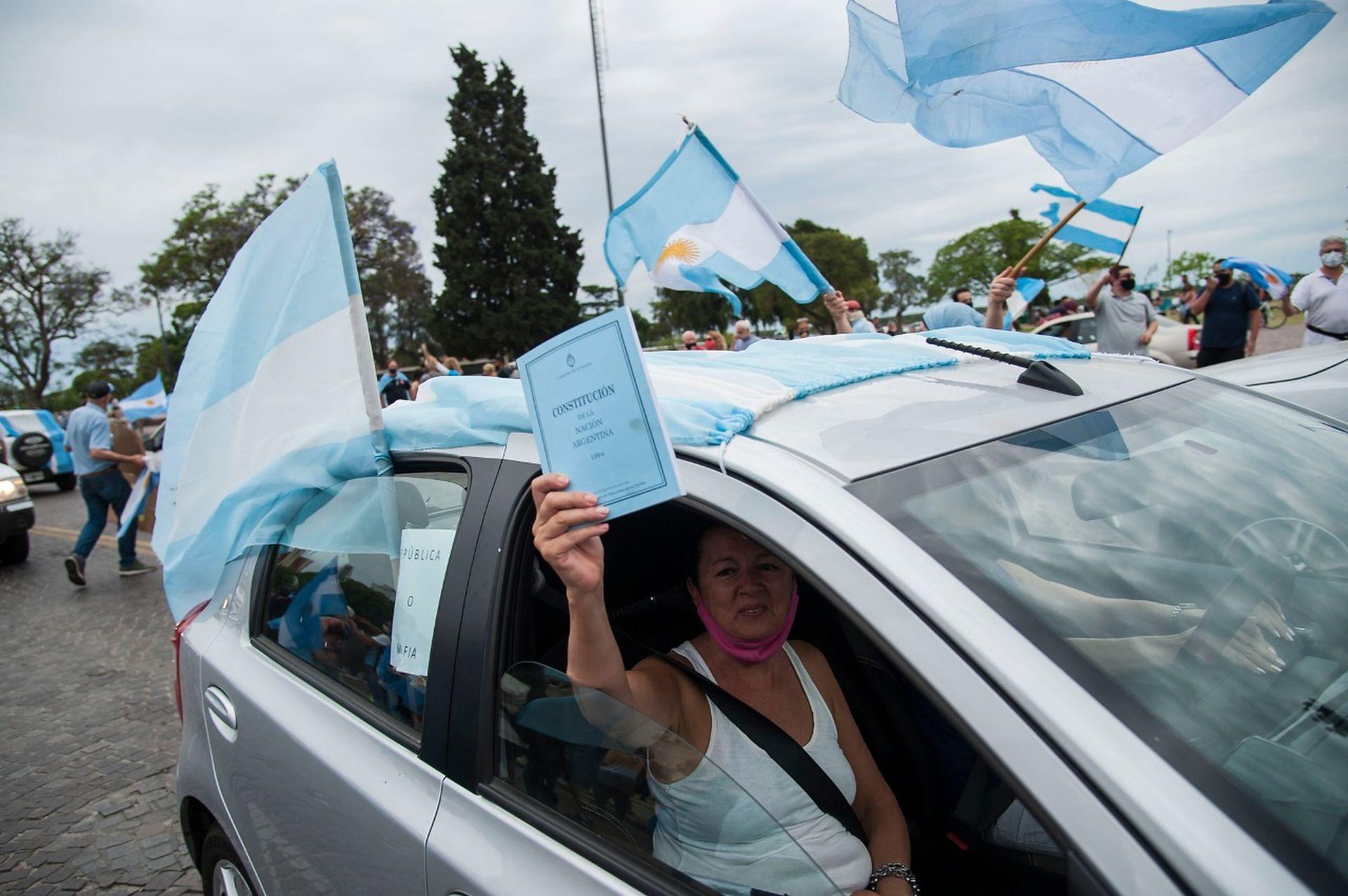 El banderazo #8N en el Monumento Histórico Nacional a la Bandera en Rosario.