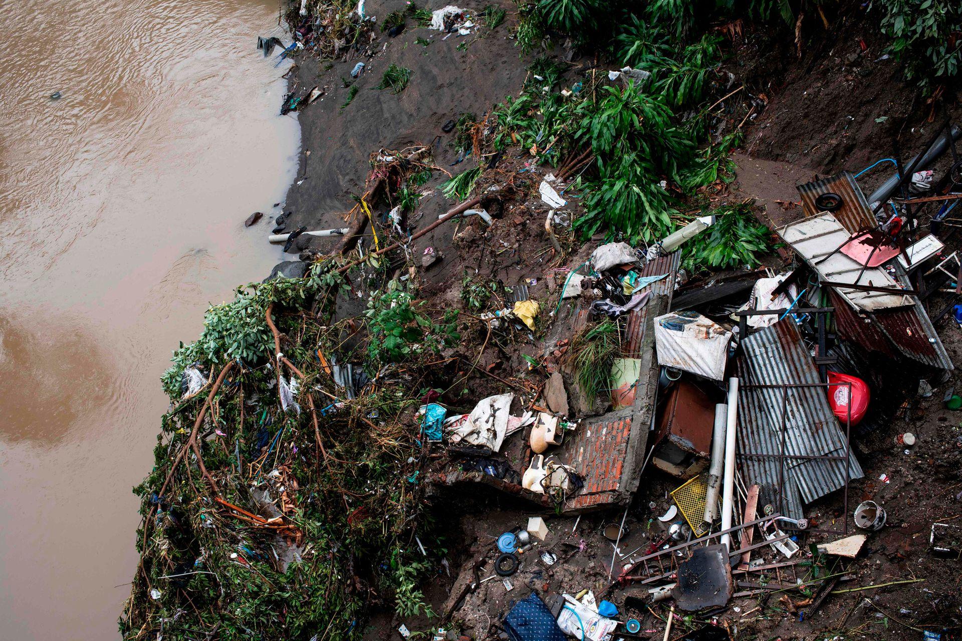 """""""Desde el huracán Fifi (1974) no habíamos vivido un peligro como el del domingo, realmente no sabíamos qué hacer porque se estaba inundando todo, fueron minutos de angustia"""" comentaron los residentes"""
