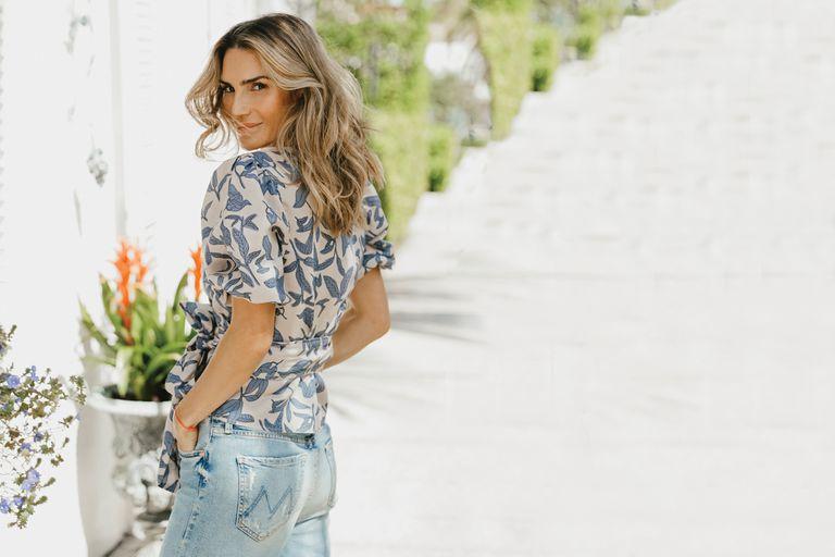 Antes de que empezara la cuarentena en Estados Unidos, la modelo y conductora posó para Lanhtropy, la marca de ropa con la que colabora en el diseño desde el año pasado. Y Mia se animó a seguirla en un par de tomas.