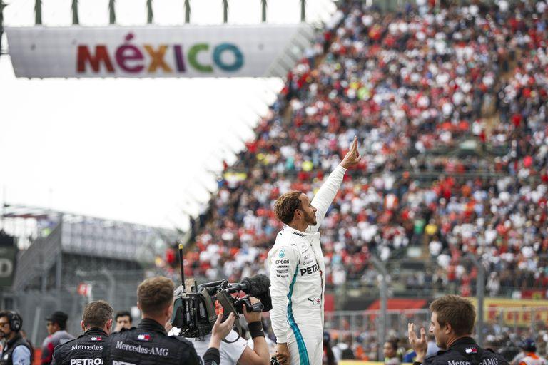 El británico Hamilton celebró en 2018 la conquista de la quinta corona, con la que emparejó el historial de Juan Manuel Fangio