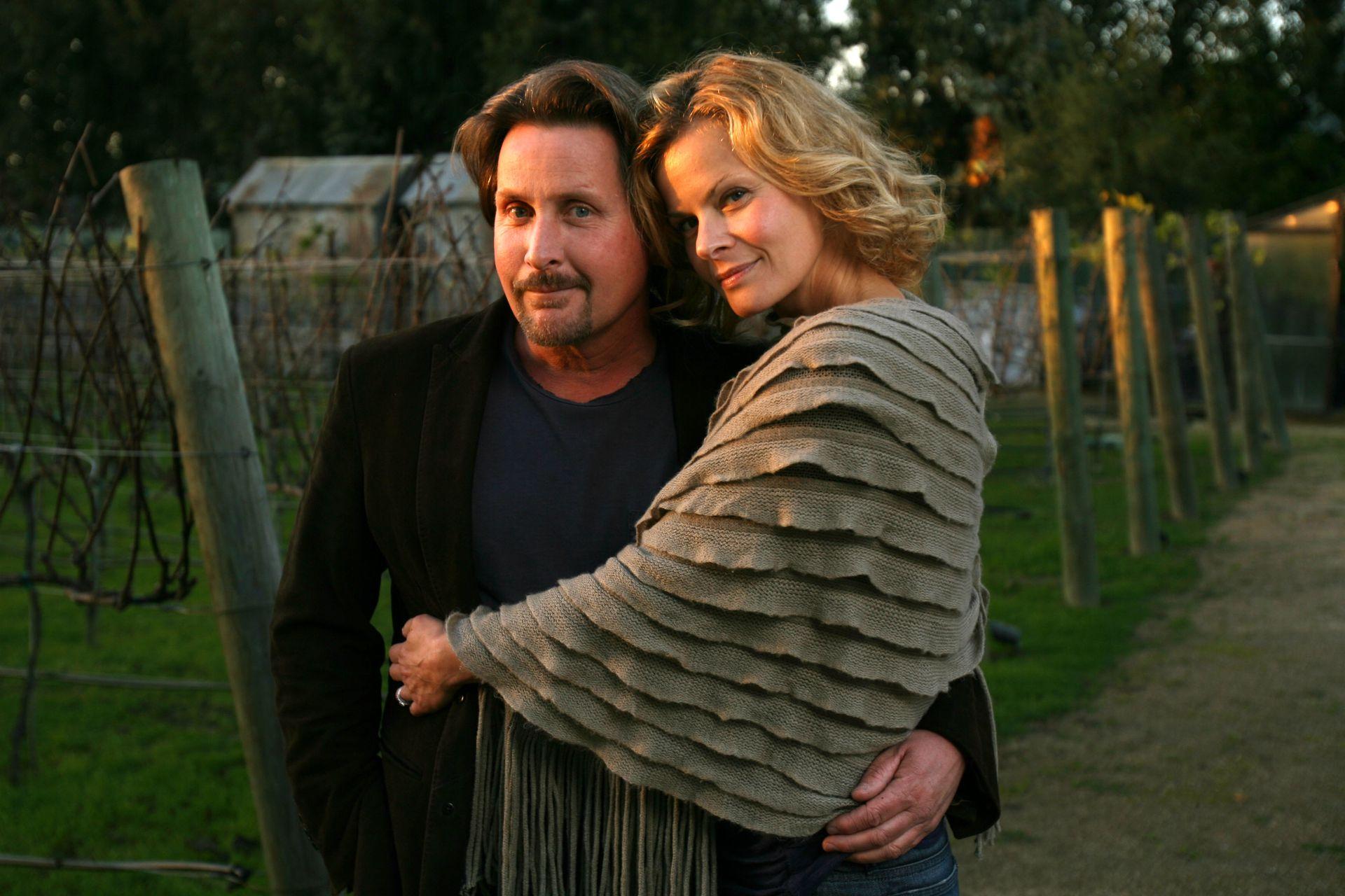 Emilio Estévez junto a Sonja Magdevski, en los tiempos en que combinaban amor y trabajo