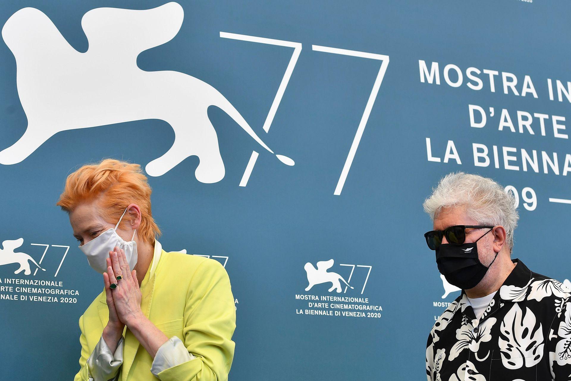 La actriz británica Tilda Swinton y el director español Pedro Almodóvar presentan lo que será la primera incursión en inglés del cineasta manchego, basada en un monólogo de Jean Cocteau