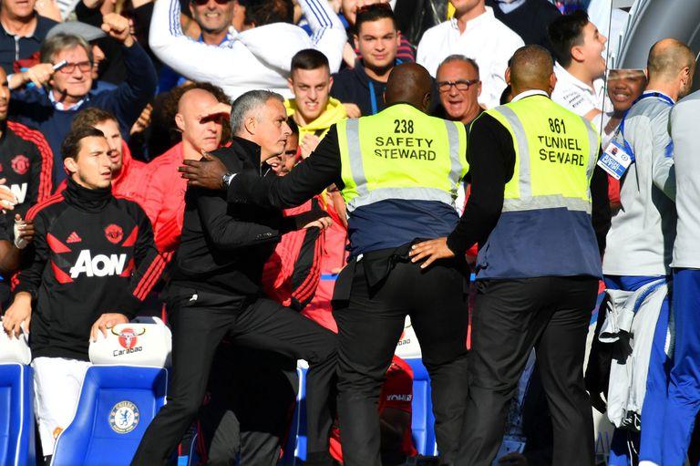Le gritaron un gol a Mourinho y Romero lo frenó para que no termina a las piñas