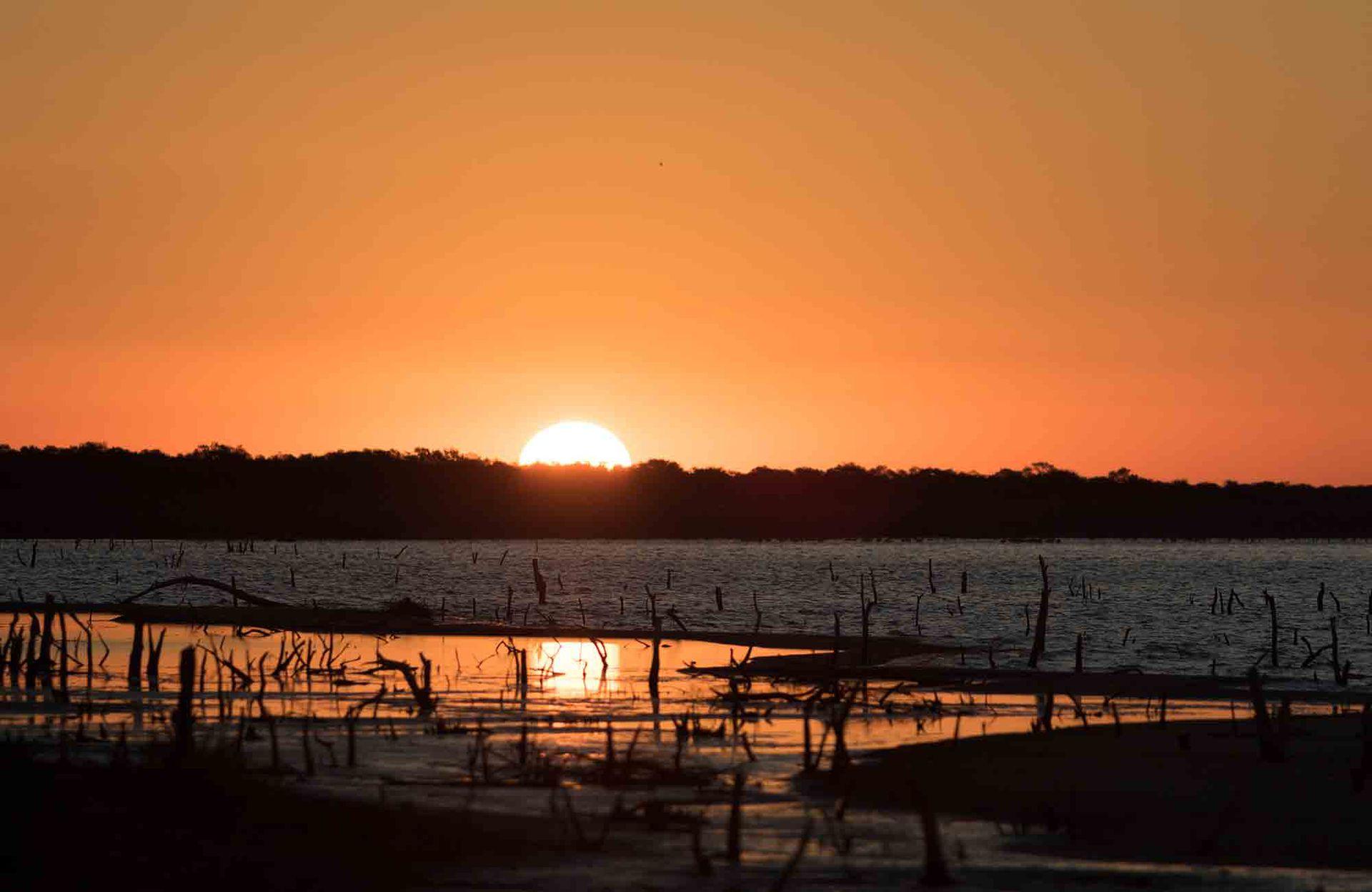 Colores crepusculares sobre la laguna, en Campo Mare.