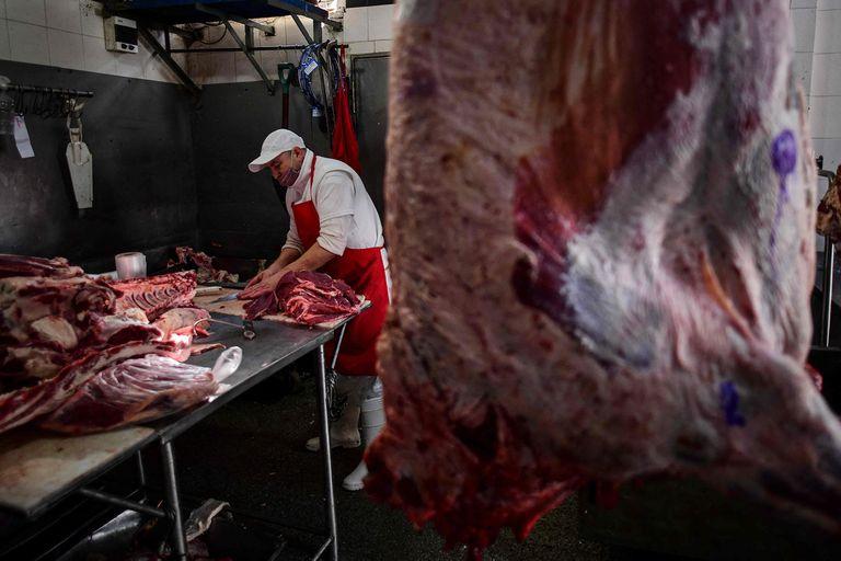 Cepo a la carne: otra vez contra el campo,  incertidumbre y malestar