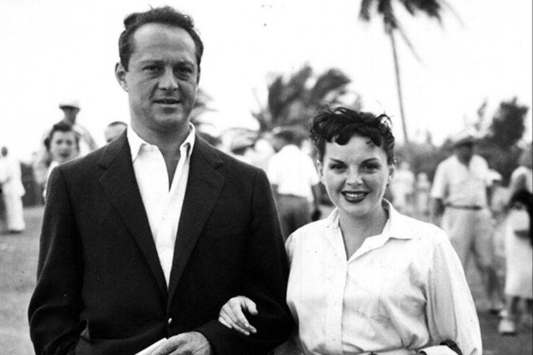Judy Garland y Sid Luft, su tercer marido. La caótica relación que los unió es el eje del documental Sid y Judy, que Flow estrena en nuestro país