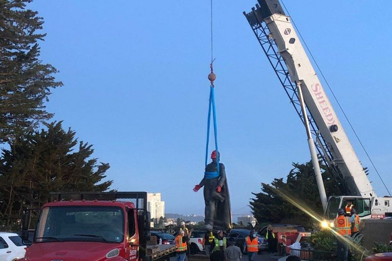 Estados Unidos: remueven una estatua de Cristóbal Colón en San Francisco