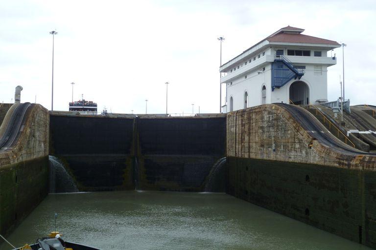 Canal de Panamá. Entre dos océanos, una insólita situación: se queda sin agua