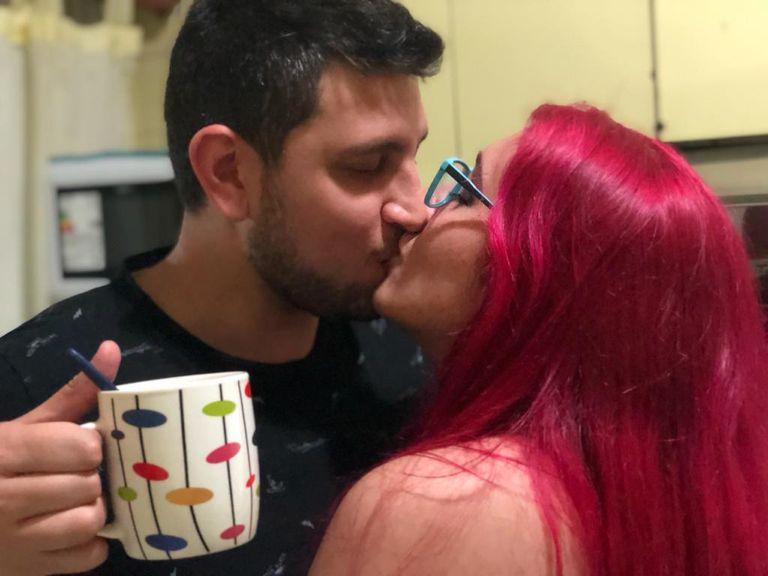 Son una pareja estable, abrieron su relación y aseguran estar más felices