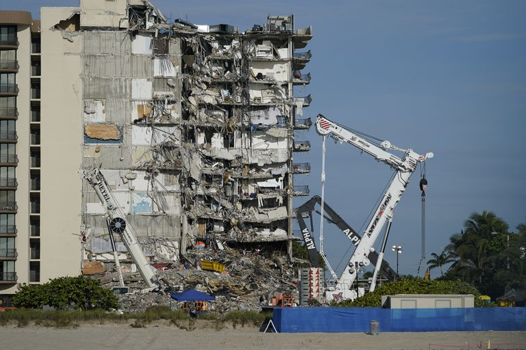 Las autoridades se preparan para demoler el Champlain Towers South este domingo