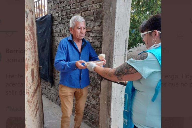 Coronavirus: piqueteros repartieron 500.000 viandas a adultos mayores