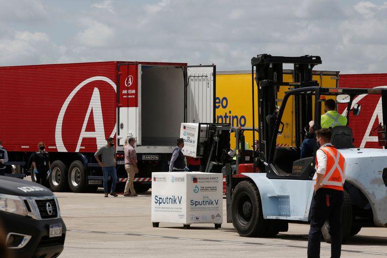 La llegada de cargamentos con dosis de la Sputnik V a la Argentina