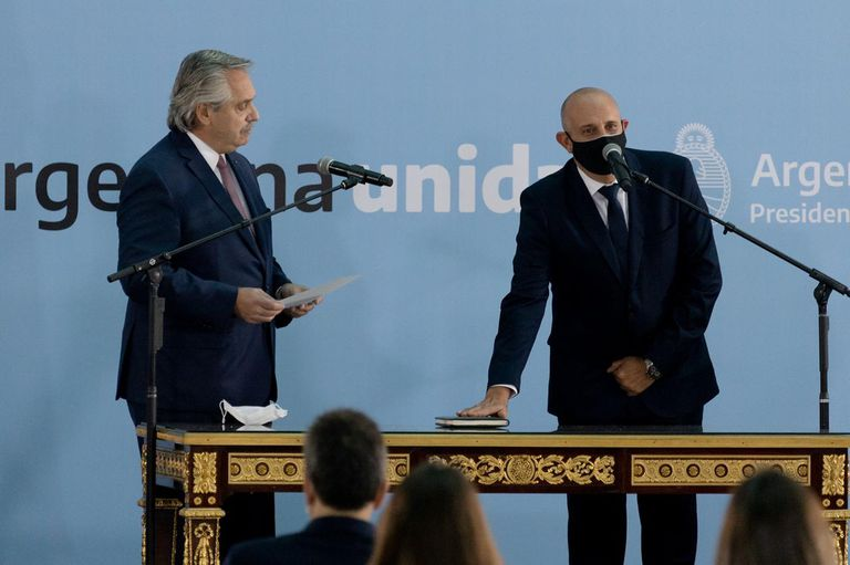 El flamante funcionario reemplaza al fallecido Mario Meoni; el Presidente le dedicó un aplauso al antecesor del nuevo miembro de su Gabinete