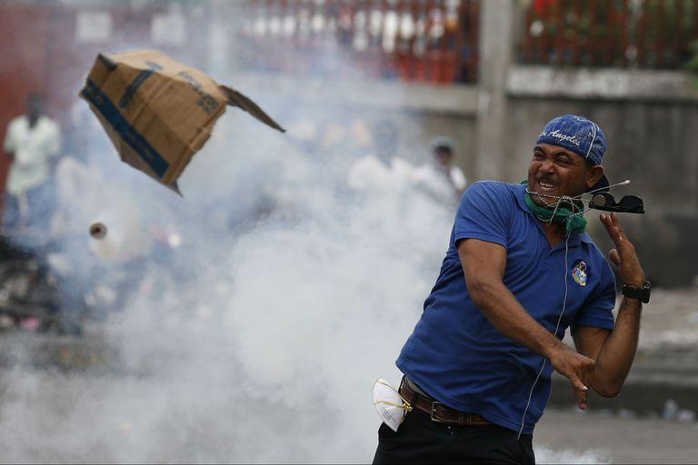 Un manifestante en Haití protesta contra el presidente Jovenel Moïse