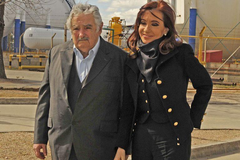 Cristina Kirchner junto a José Mujica