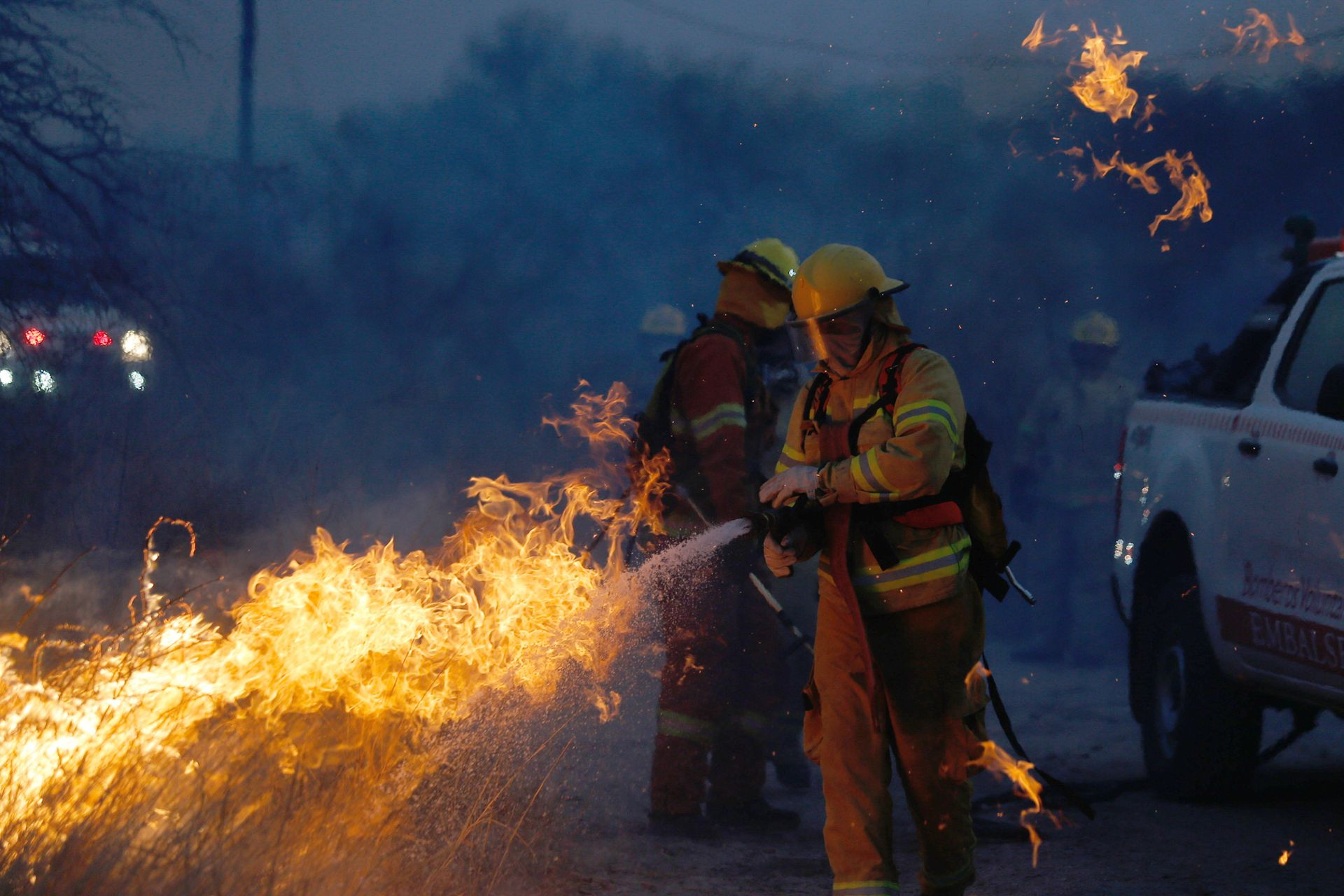 El incendio que se desató el fin de semana en la provincia de Córdoba comenzó en la zona de Copacabana, departamento Ischilin que fue rodeado por las llamas. Por el avance del fuego, se quemaron muchas viviendas, entre la ruta 38 y 17