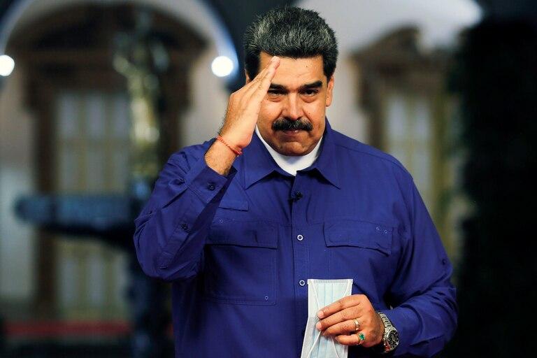 Generales chavistas encabezan las listas parlamentarias de Maduro