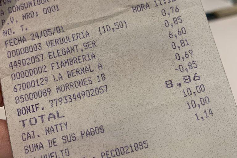 Un usuario publicó en las redes sociales las imágenes de dos tickets de compras de supermercado de hace 20 años