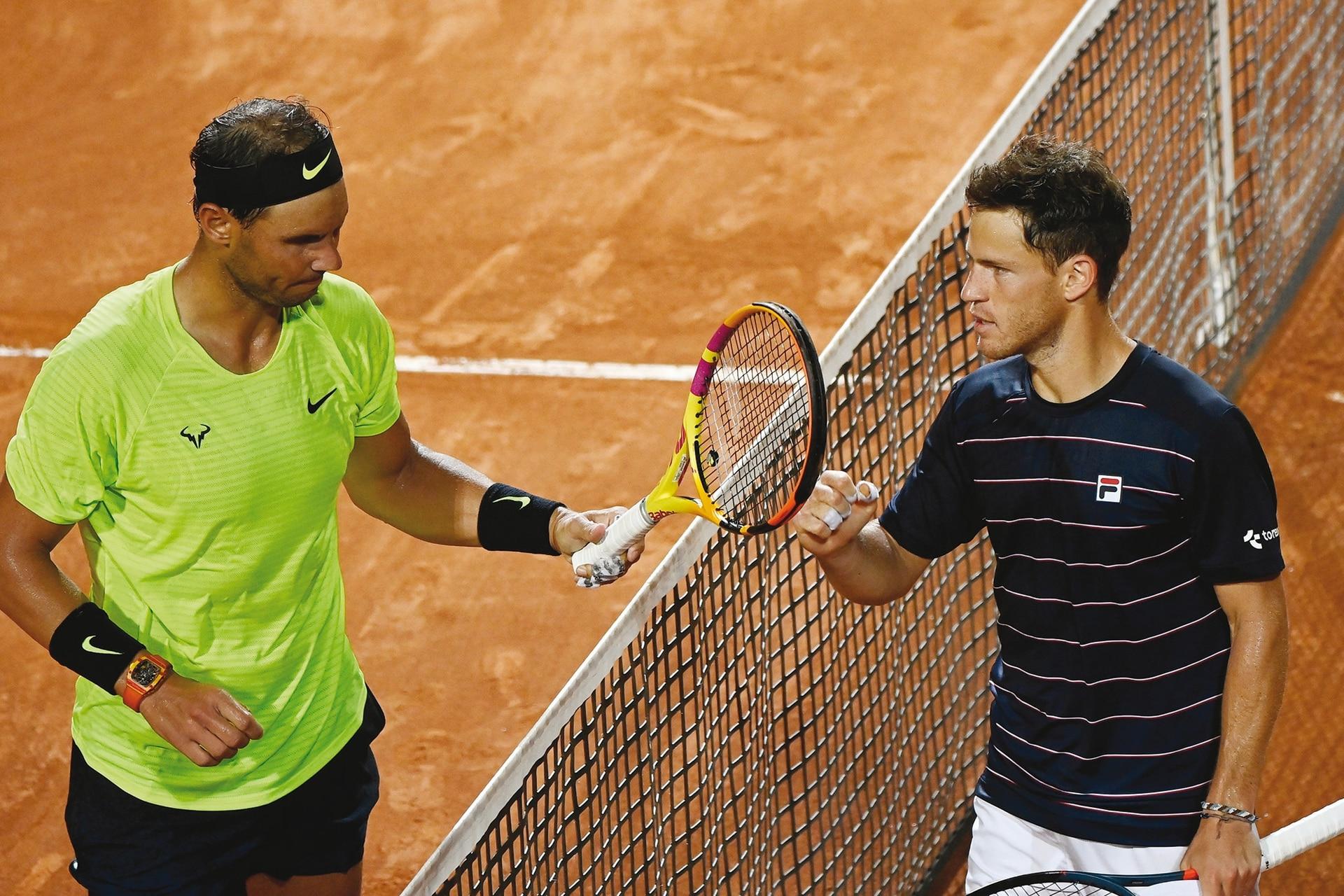 El gran golpe: Schwartzman saluda a Nadal tras vencerlo por primera vez en su carrera; fue en los cuartos de final del Masters 1000 de Roma, en septiembre pasado.